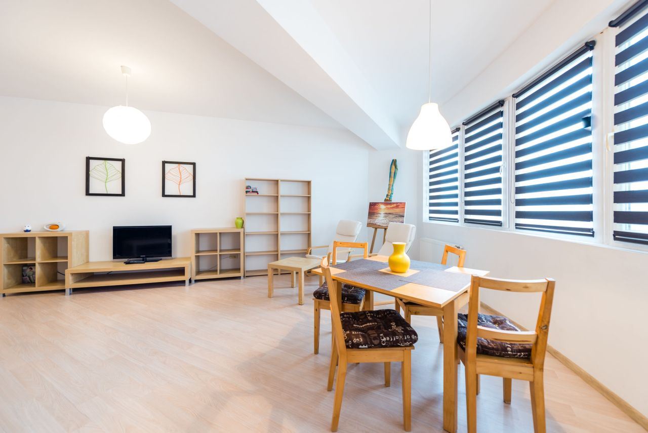 Apartament cu suprafață generoasă în Summerland Mamaia b011