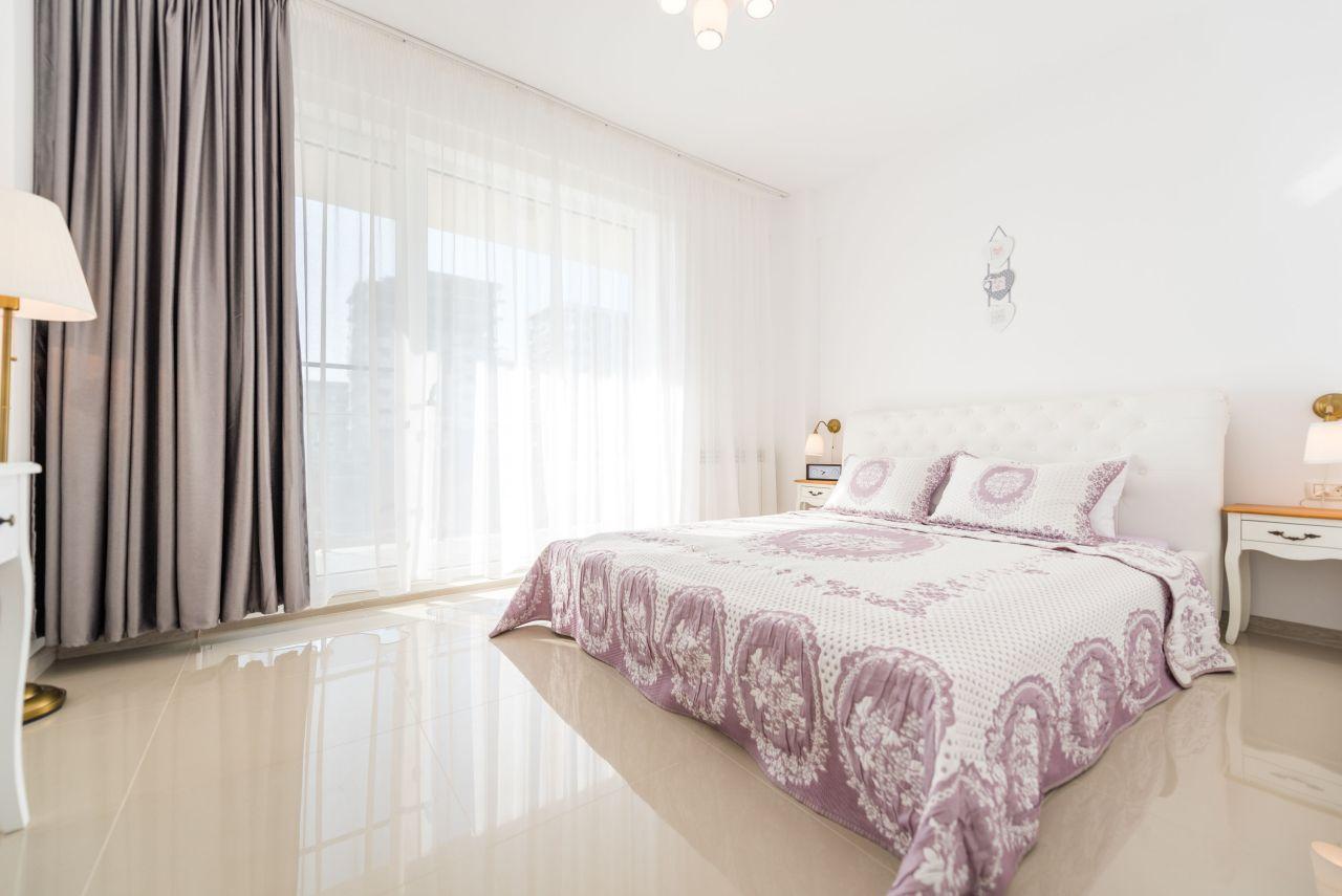 Apartament premium cu terasa si vedere la mare in complex rezidential 004