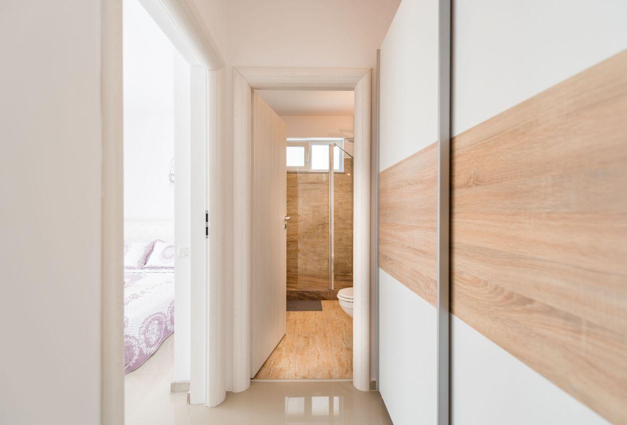 Apartament premium cu terasa si vedere la mare in complex rezidential 011