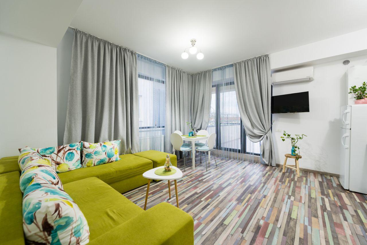 Apartament cu terasă imensă în Mamaia