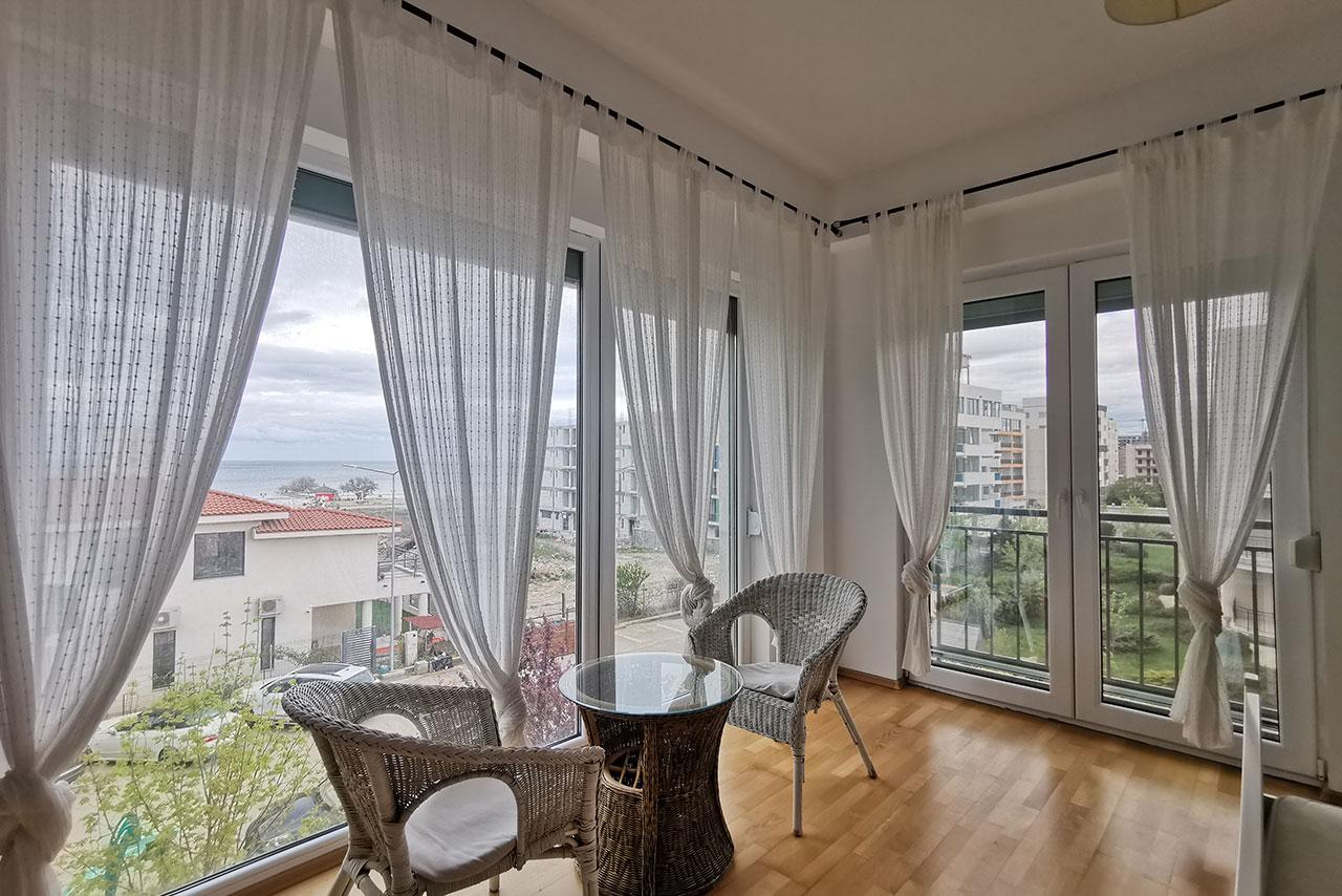 Apartament imens și foarte luminos cu terase generoase și priveliște la mare