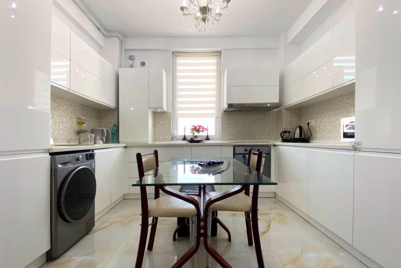 Apartament cu 4 camere mobilat și utilat super premium, aproape de plajă