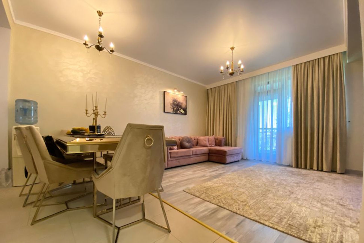 Apartament cu 3 camere și loc de parcare, mobilat și finisat premimum